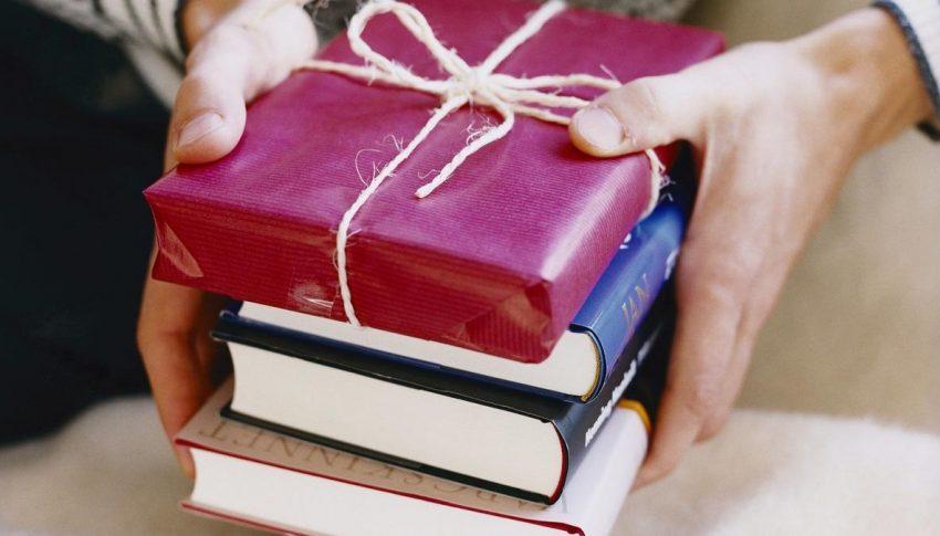 Prihatin Kondisi Anak Rumpin, Yayasan Mardi Waluyo Sumbang Alat Tulis